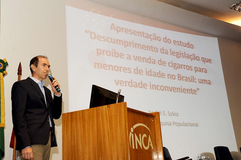 André Szklo apresenta dados da pesquisa