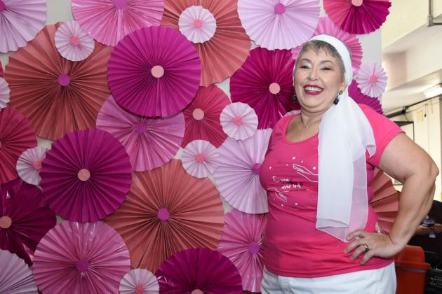 Surpresa em ter sido convidada para desfilar, a paciente Vera Lucia Souza estava radiante