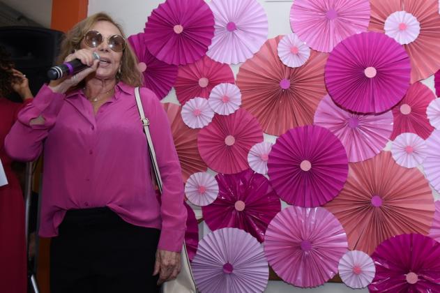 A atriz Arlete Sales, que teve câncer de mama em 2014, falou de esperança para as pacientes