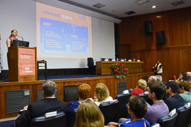 Diretora-geral do INCA, Ana Cristina Pinho, apresenta principais marcos das últimas duas décadas no controle do câncer
