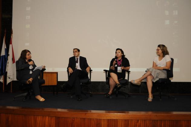 Os participantes da mesa-redonda sobre comunicação Leonardo Murad, Gabriela Rocha e Juliana Emerick também responderam a perguntas durante o debate