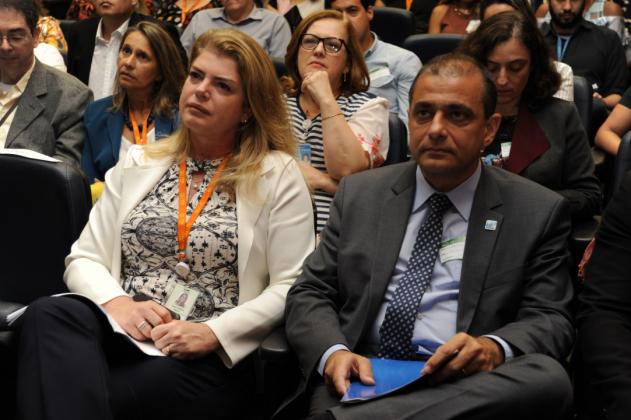 Ana Cristina e secretário de Saúde do Estado, Edmar Santos
