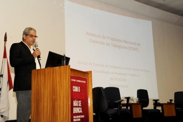 O coordenador geral de Prevenção e Vigilância da Divisão de Controle do Tabagismo do INCA, Eduardo Franco, apresentou ao público os avanços do Programa Nacional de Controle do Tabagismo