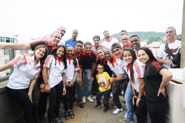Atletas do Flamengo distribuiram autógrafos e posaram para fotos