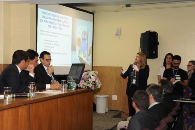 A diretora-geral do INCA, Ana Pinho, apresenta as ações para o controle do câncer de próstata