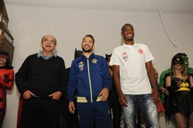 Representantes do time do Flamengo foram conversar com as crianças