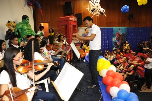 Orquestra do AfroReggae tocou clássicos para as crianças