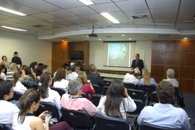 O diretor-geral do INCA, Luis Fernando Bouzas, reforça a importância da prevenção e do diagnóstico precoce do câncer de cabeça e pescoço