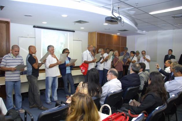 Pacientes laringectomizados do INCA participam de coral encerrando o evento