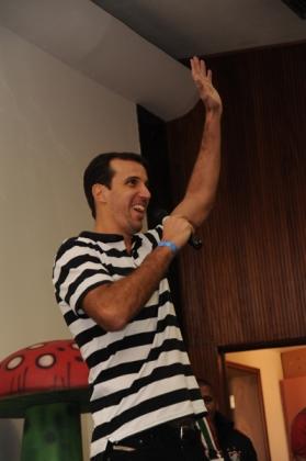 Jogador de basquete Marcelinho conversou com o público