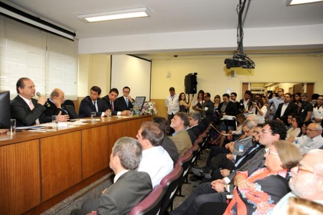 O ministro da Saúde, Ricardo Barros, disse que momento é o da tomada do governo sobre a gestão dos recursos da saúde