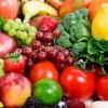 Vários alimentos naturais, como frutas, legumes e hortaliças